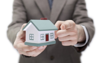 Can My Real Estate Agent Offer to Buy My Home If There are No Offers?